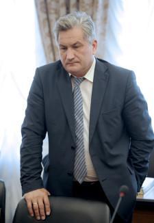 министр образования Юрий Биктуганов