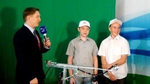 Влад Стерхов и Рома Домрачев с ведущим программы на ОТВ