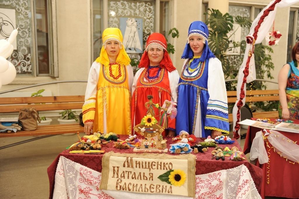 Славянские обереги для свадеб создают в сельском клубе в п. В. Сысерть