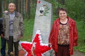 Владимир и Любовь Парфеновы на мемориале летчику
