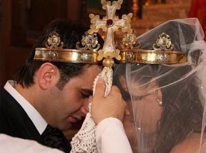 Фото армянского венчания взято с сайта youmarriage.ru