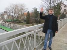 Вячеслав Чернавских  на месте последних боев деда