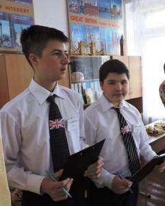 Юные экскурсоводы водили учителей по достопримечательностям Лондона, созданным прямо в школе