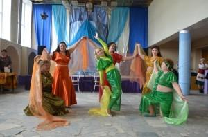 Восточная хореография в исполнении возрастных танцовщиц