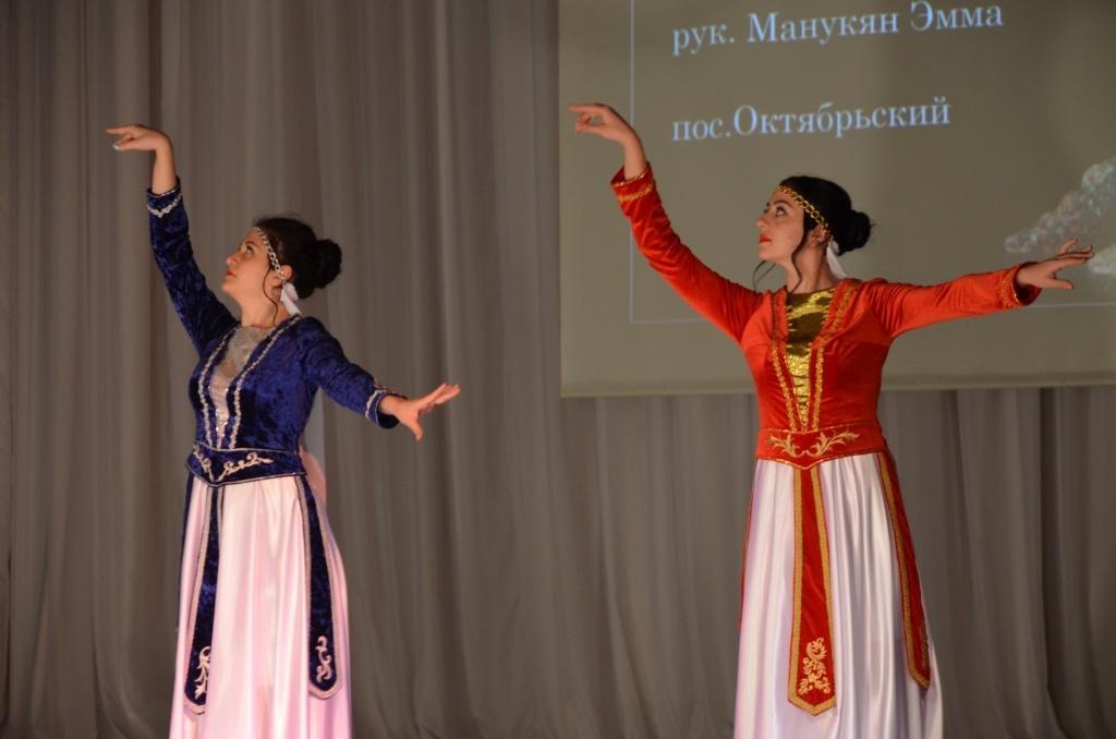 Интернет-версия газеты Маяк — Сысерть » Танцевальный фейерверк Узундара