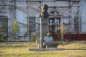 Памятник Бажову